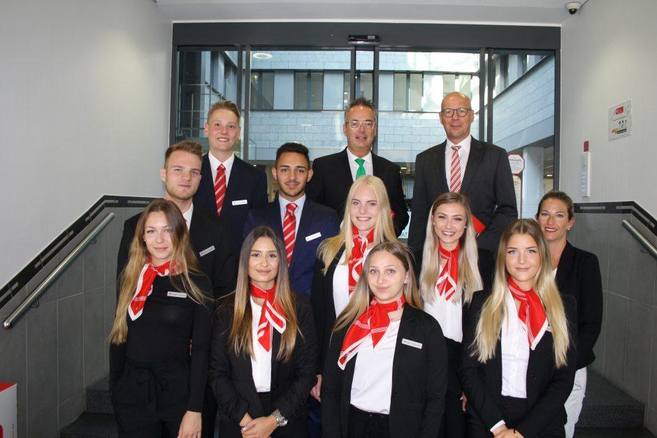 Zehn junge Menschen beginnen Ausbildung bei der Sparkasse Hamm