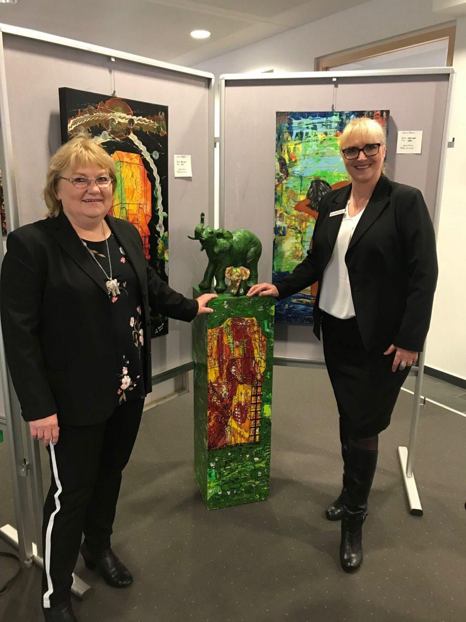 Duell der Farben: Ausstellung von Gisela Brandt in der Heessener Geschäftsstelle