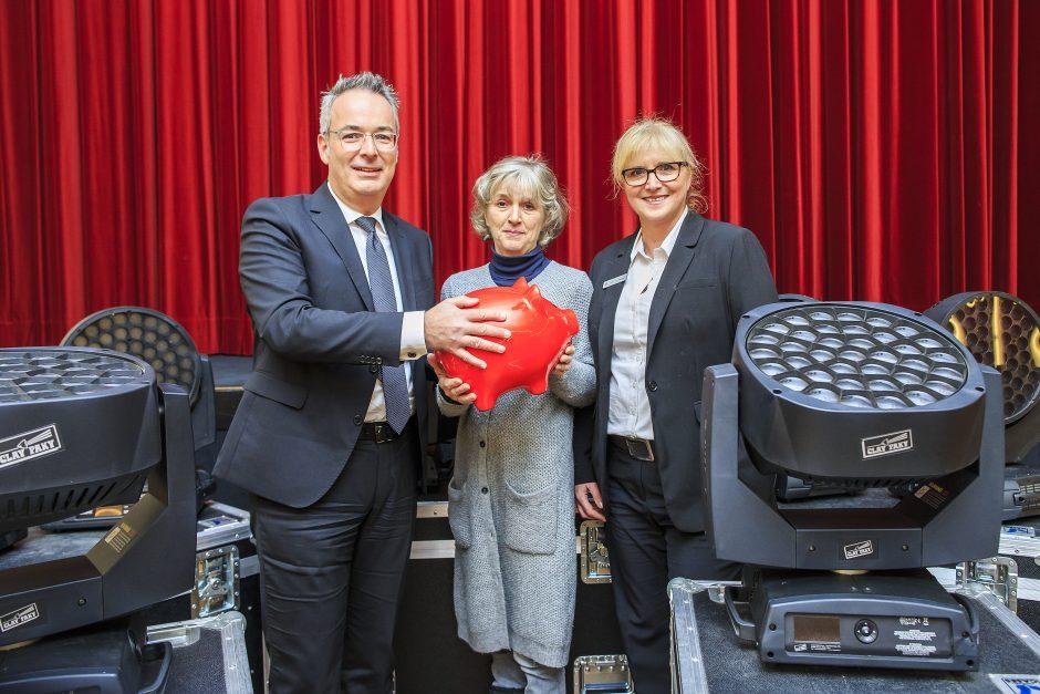 Waldbühne freut sich über 3.000 Euro-Spende der Sparkasse für die Anschaffung eines neuen Lichtpults