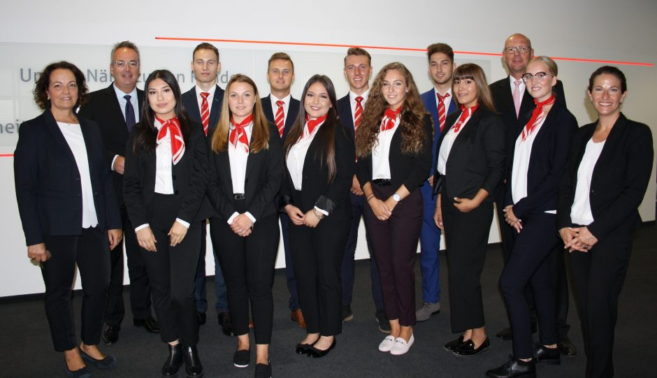 Zehn neue Auszubildende starten bei der Sparkasse Hamm