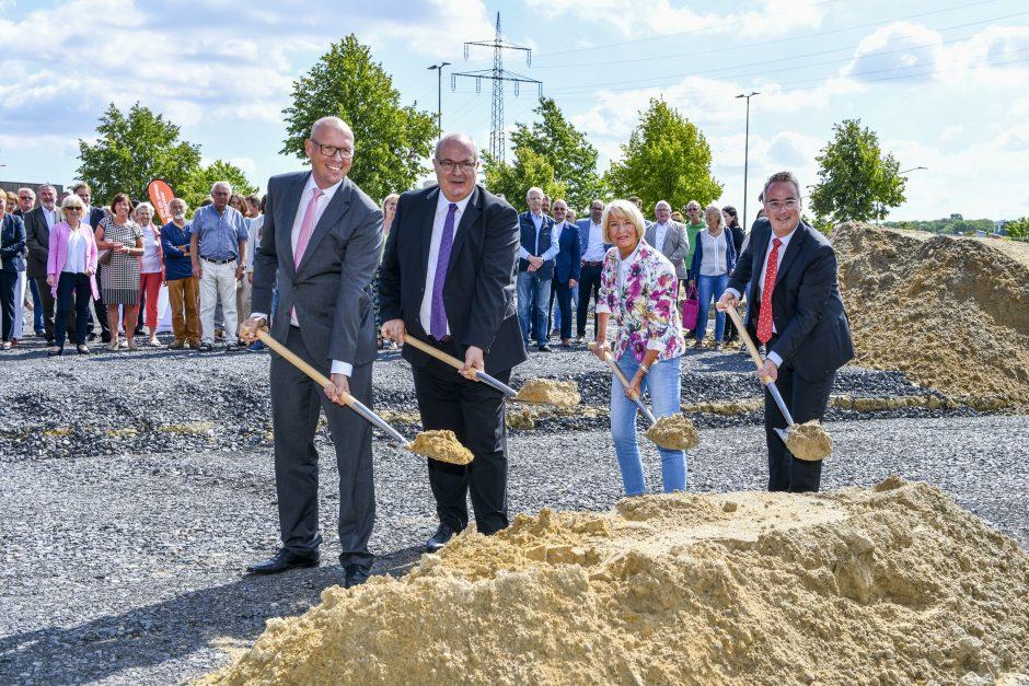 Erster Spatenstich für neue Sparkassen-Geschäftsstelle im Rhyneraner Dreiländereck