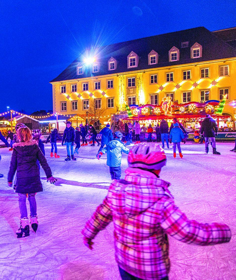 Sparkassen-Eiszaubertag auf dem Weihnachtsmarkt: Kostenloses Laufen und Eis-Disko